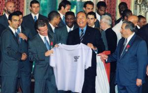 équipe de France de Football 98, le Président Jacques Chirac et le tee-shirt « Laisse pas traîner ton filtre »
